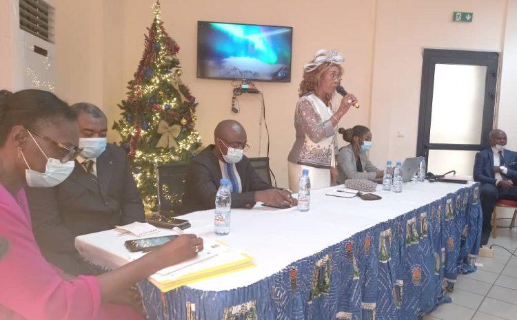 Cérémonie Protocolaire de la Seance d imprégnation des Conseillers Municipaux Jeunes de Douala 1er: Mot de bienvenue de Mme le Maire,  félicitations de Monsieur le Secrétaire Général aux tous premiers Conseillers Jeunes de Douala